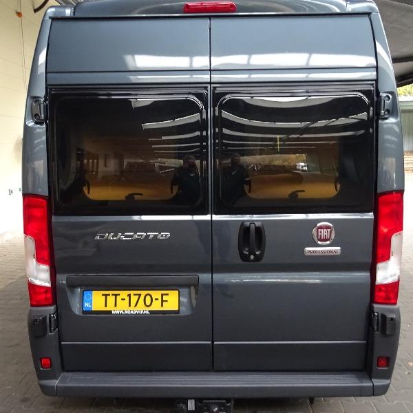 Pössl ROADCAR 640, buscamper, langsbedden, 2,3 ltr, 130 pk, 2017, 13 dkm, antraciet