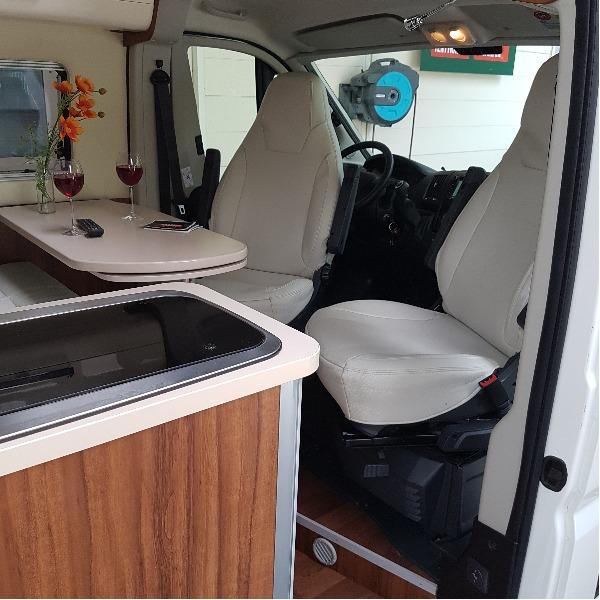 Roller Team Livingstone Prestige Duo, halfautomaat, buscamper, langsslaper, 2015, 45 dkm, 6,4 mtr.