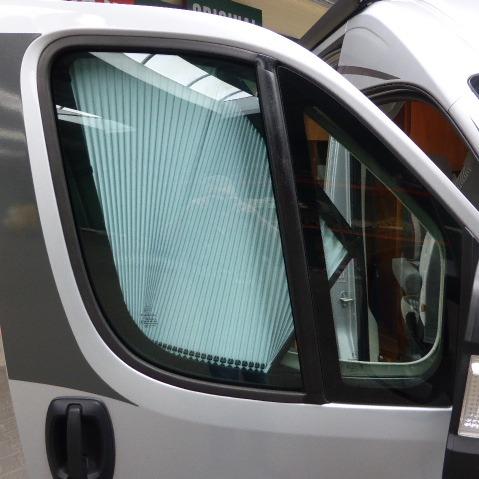 Pössl 2WIN Plus, buscamper, 6 mtr, 160 pk, 5 dkm, scooterrek, met. grijs